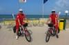 Sulla spiaggia il soccorso arriva in bici