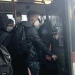Metro e bus: il virus viaggia, non si sa se contagia